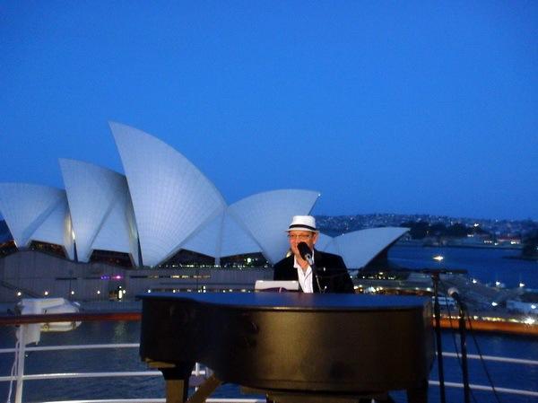 PIANO BAR Star of Holland America